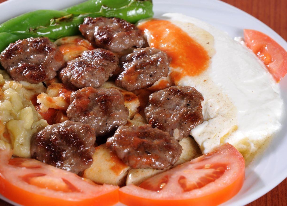 Bursa'da sevgilinizle pideli köfte yemeyi unutmayın